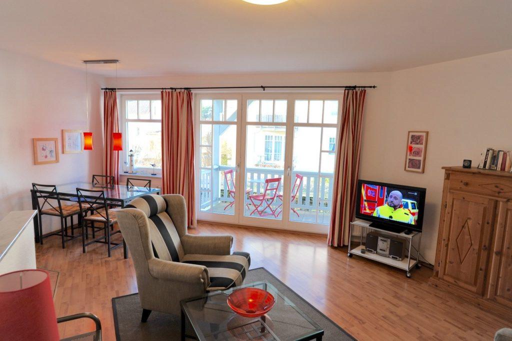 Der Wohnbereich I: Ohrensessel und ein Flachbildschirm. Einfach Entspannen!